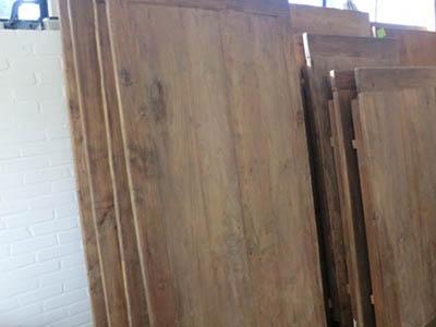 Teak eettafels oud hout met kopse lat